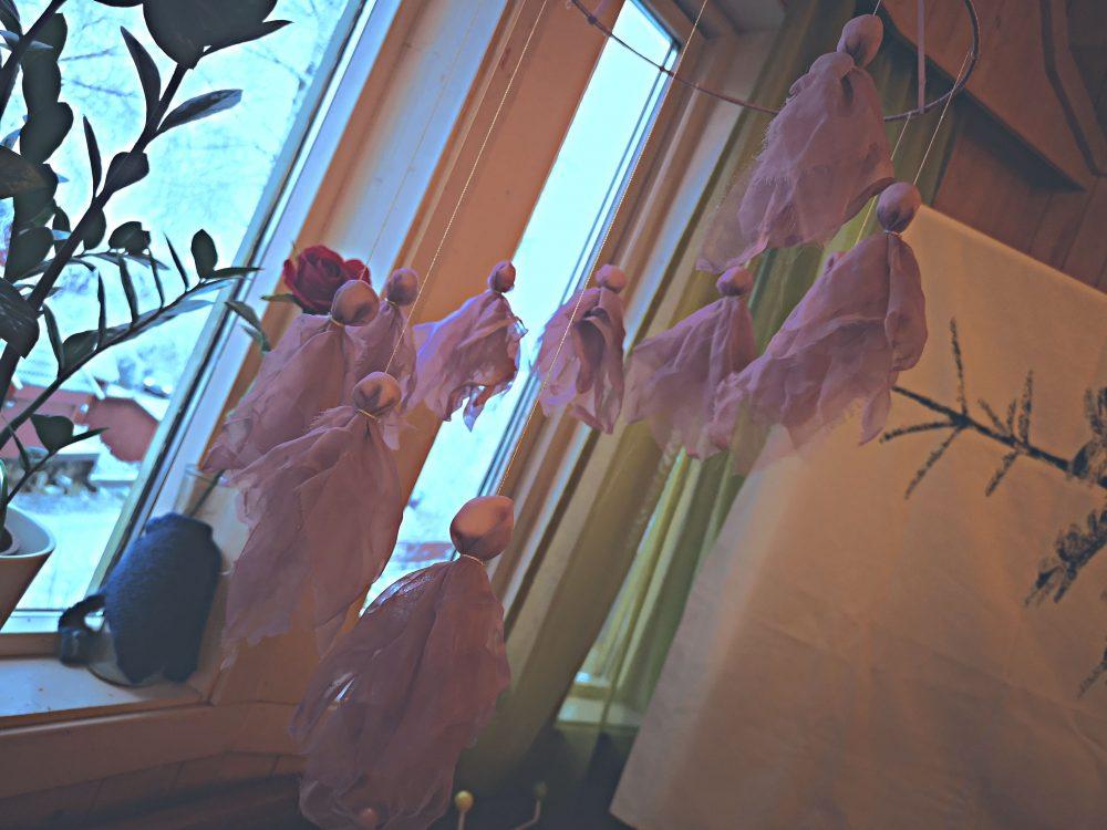 lappeteppet-julemarked-lørenskog-steinerskolen-uro-engler