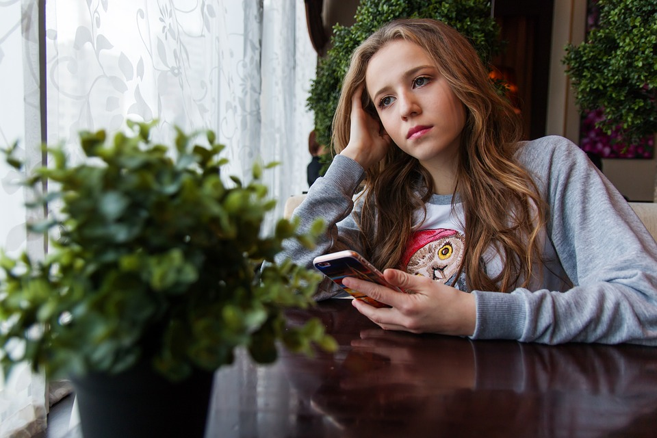 lappeteppet-tenåring-store-barn-fokusuke-Tenåringen - Verdens midtpunkt-blikk