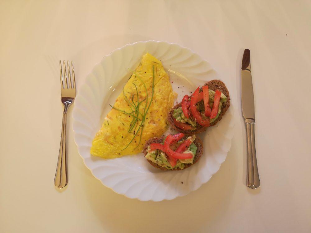 lappeteppet-omelett-spis opp maten din-avokado-tomat